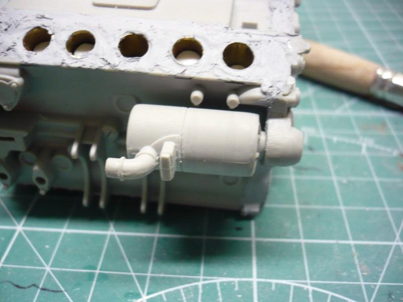 182 King Tiger 2 in 1 - TRUMPETER 00910 - 1/16ème - Page 5 Alternateur-suppression-gravure-support