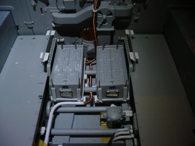 182 King Tiger 2 in 1 - TRUMPETER 00910 - 1/16ème - Page 3 Cablage-batterie-6-