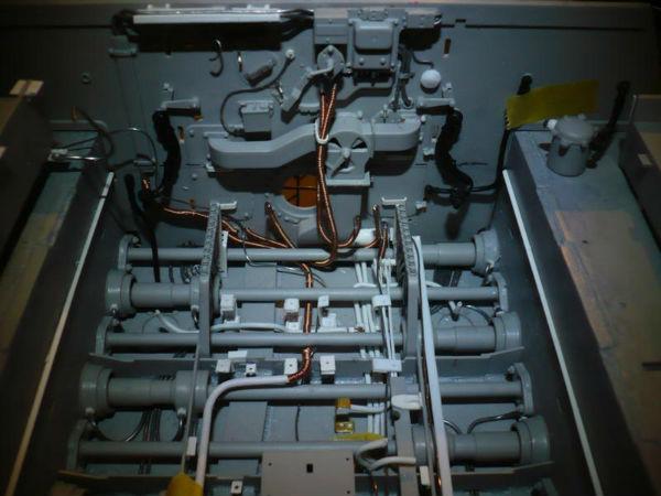 182 King Tiger 2 in 1 - TRUMPETER 00910 - 1/16ème - Page 3 Cablage-batterie