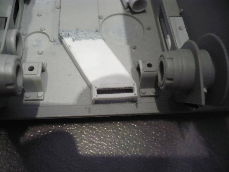 182 King Tiger 2 in 1 - TRUMPETER 00910 - 1/16ème - Page 2 Compartiment-moteur5