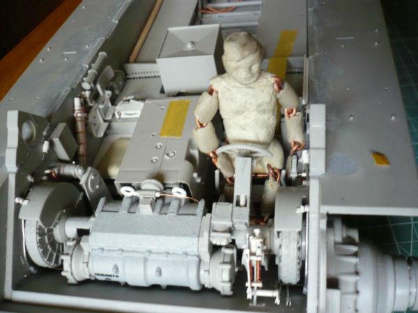 182 King Tiger 2 in 1 - TRUMPETER 00910 - 1/16ème - Page 3 Pilote-en-place-2-