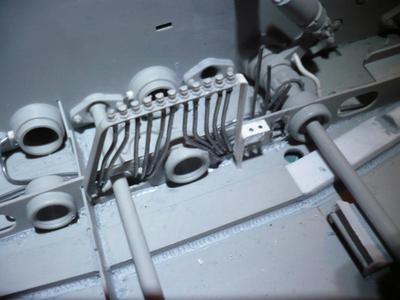 182 King Tiger 2 in 1 - TRUMPETER 00910 - 1/16ème - Page 3 Support-lignes-de-lubrification